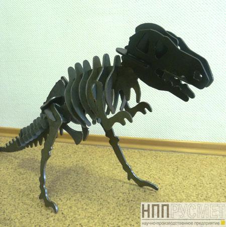 Модель динозавра из металла